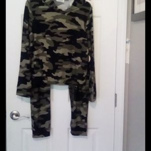 Full Circle Trends Camo Hoodie and Pants XL